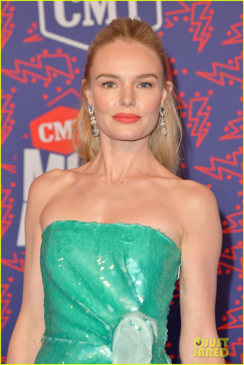 kate bosworth gives off mermaid vibes at cmt music awards 2019 114304059