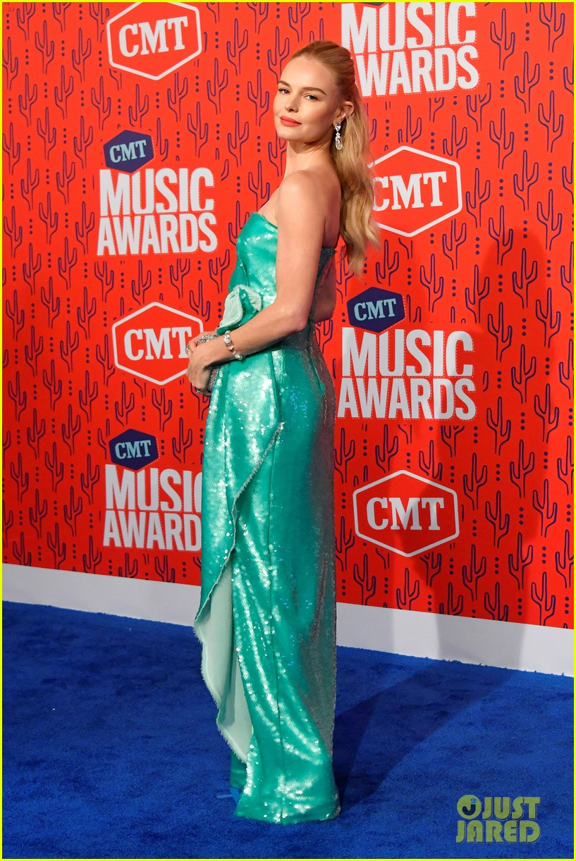 kate bosworth gives off mermaid vibes at cmt music awards 2019 134304061