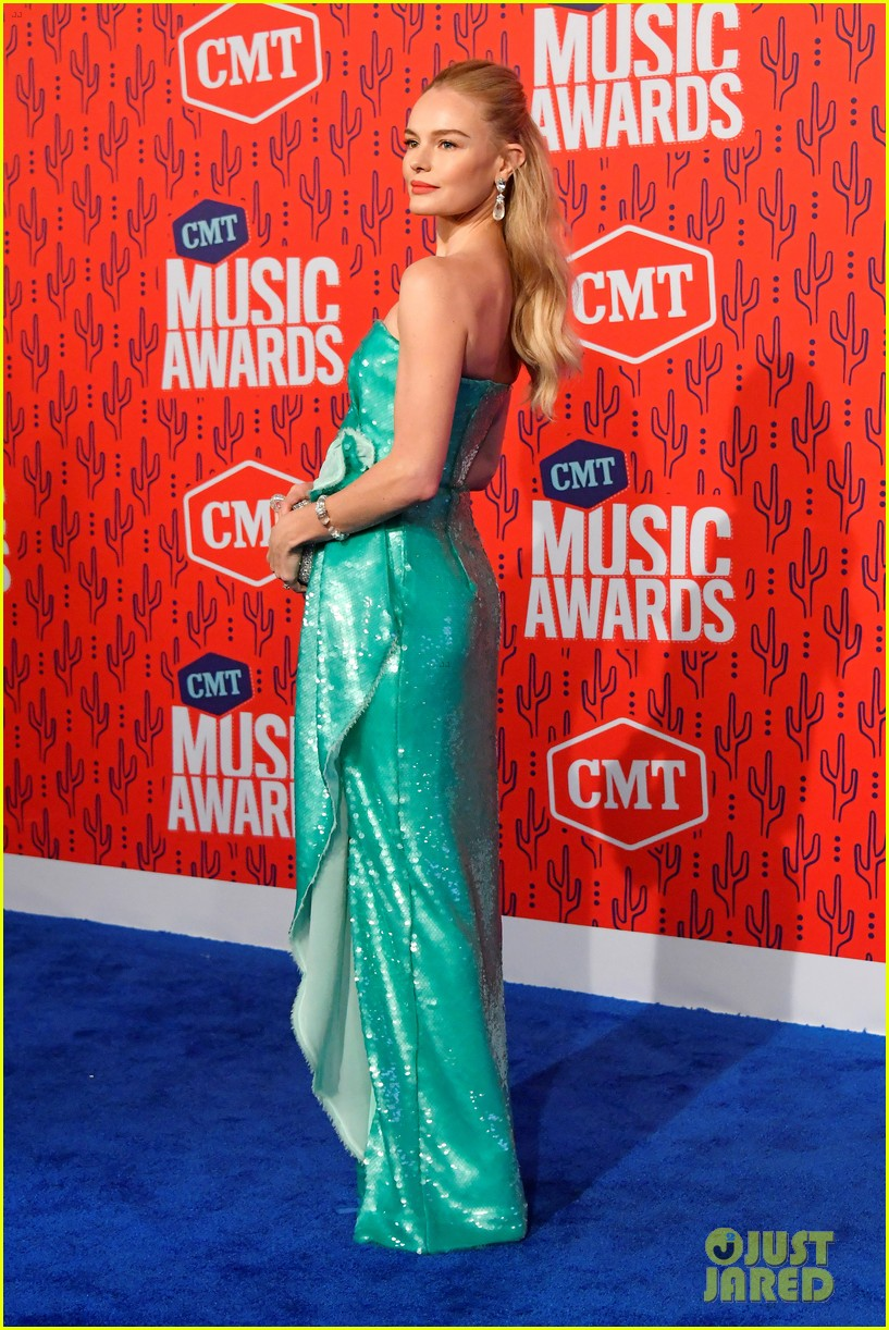 kate bosworth gives off mermaid vibes at cmt music awards 2019 144304062