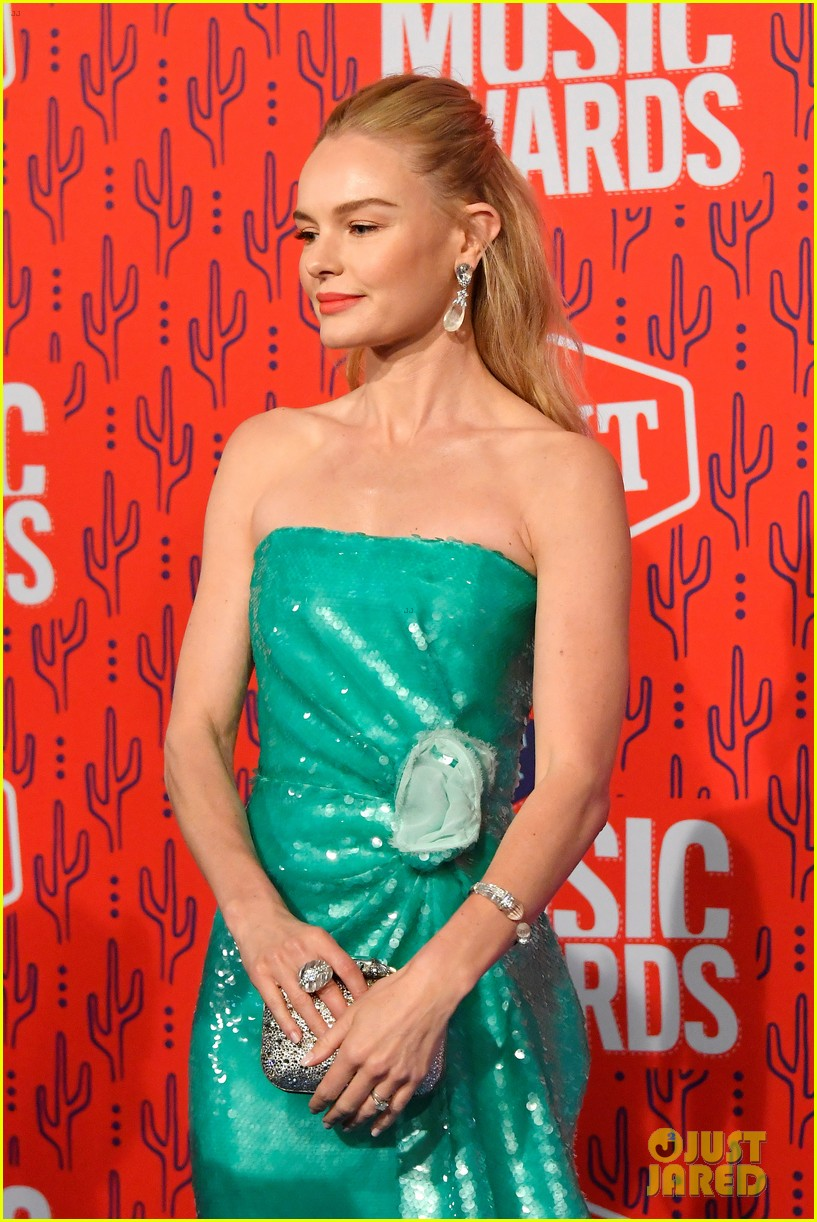 kate bosworth gives off mermaid vibes at cmt music awards 2019 154304063
