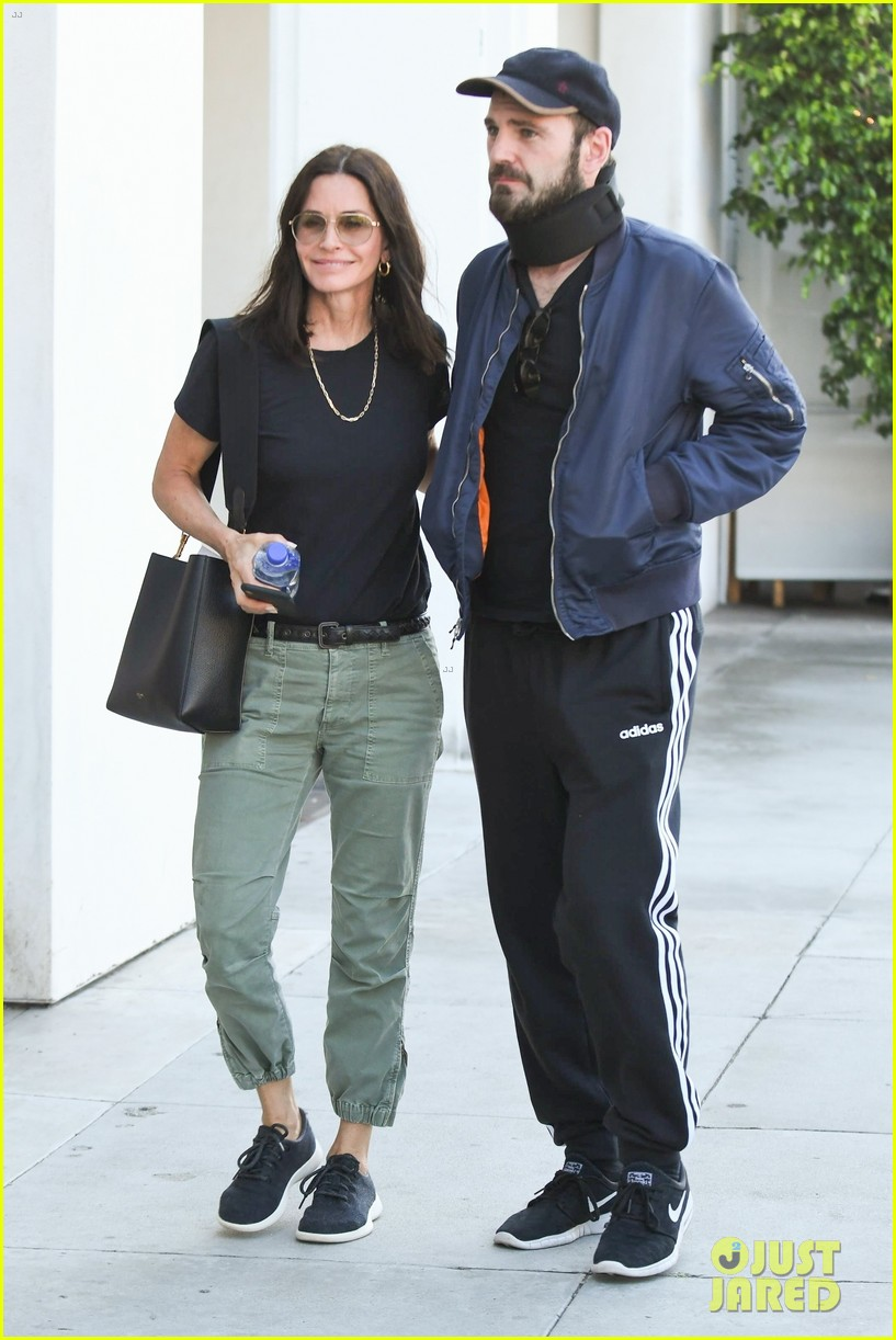 courteney cox and johnny mcdaid step out amid his surgery news 014315725
