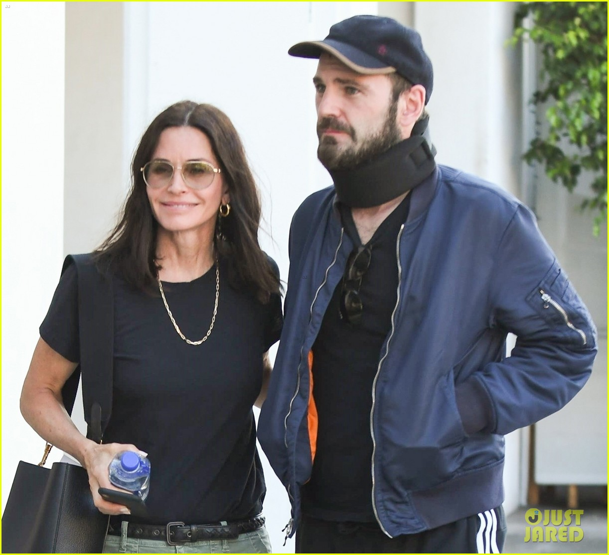 courteney cox and johnny mcdaid step out amid his surgery news 034315727