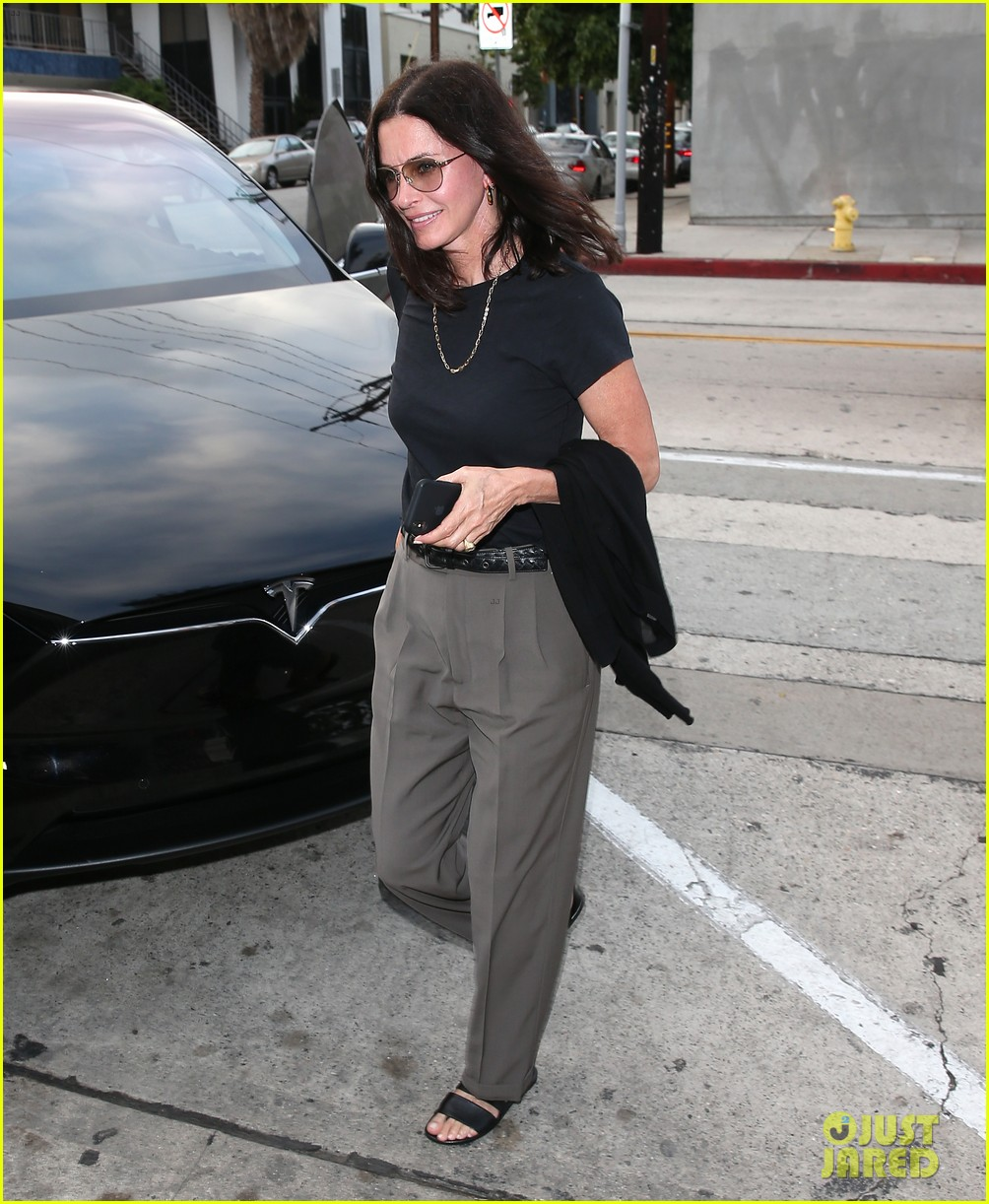 courteney cox and johnny mcdaid step out amid his surgery news 054315729