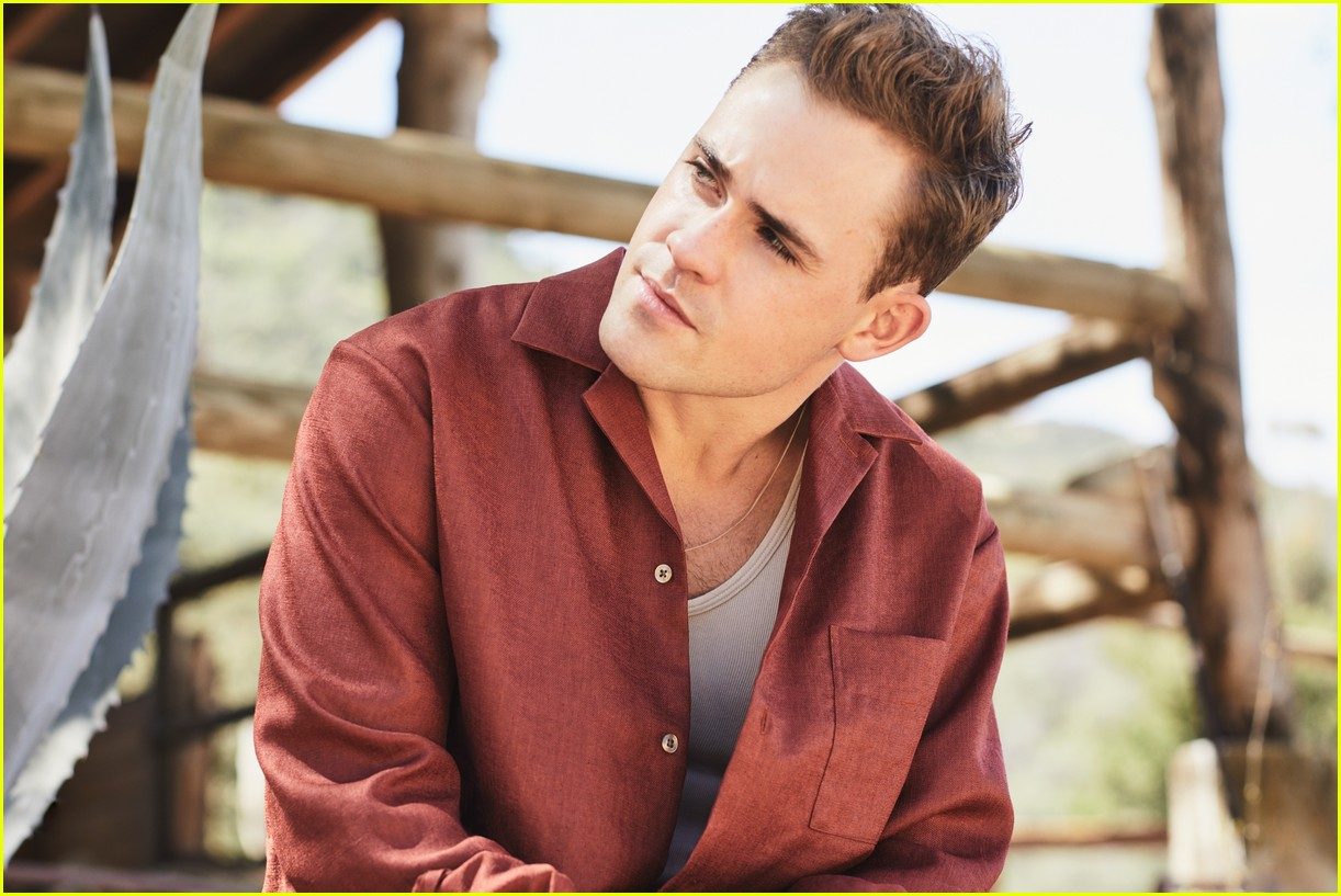Stranger Things' Dacre Montgomery Reveals What to Expect