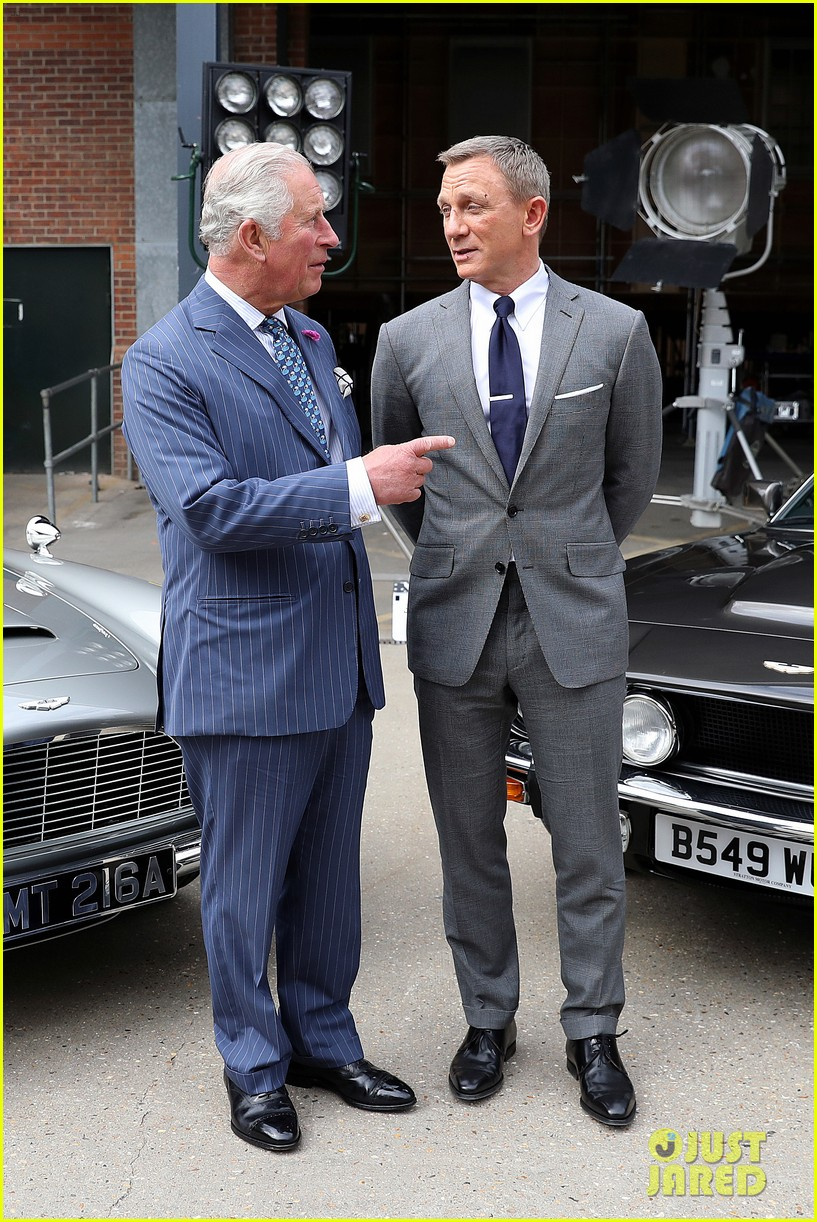 daniel craig gets visit from prince charles james bond 034312290