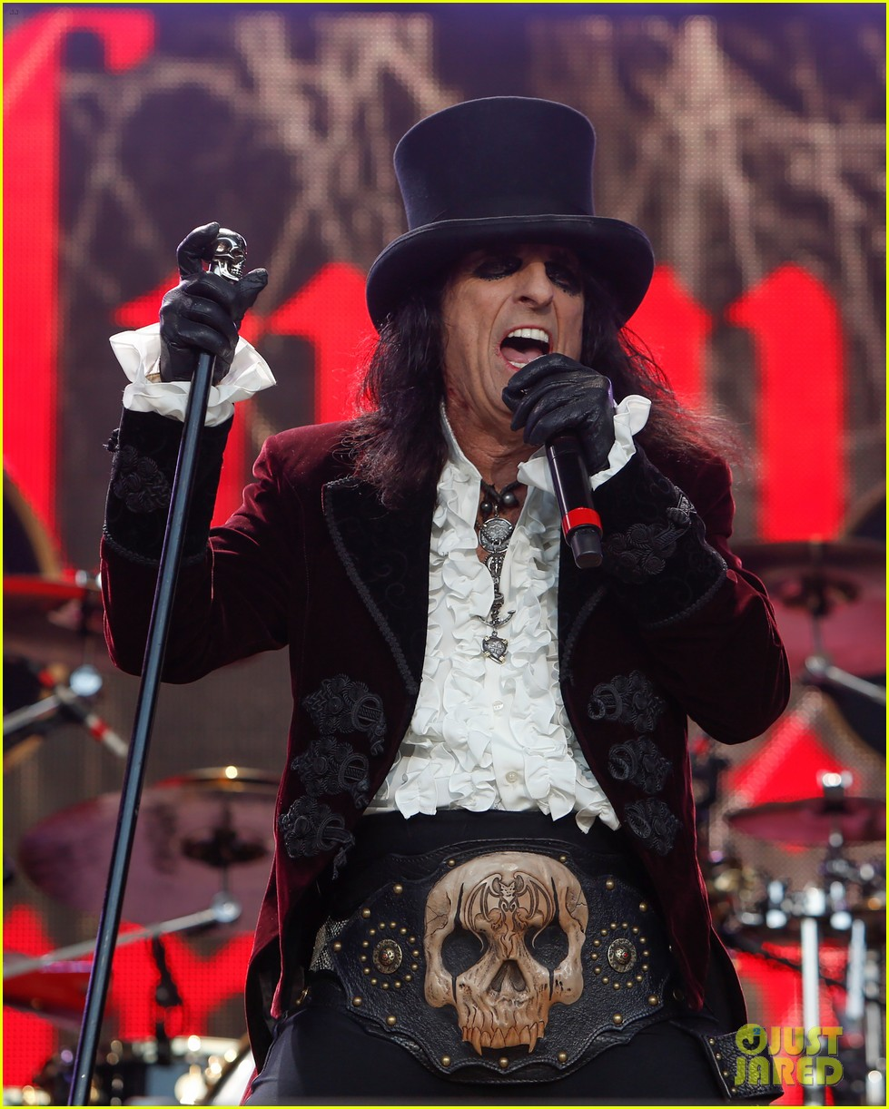 Johnny Depp U0026 39 S Hollywood Vampires Cover David Bowie U0026 39 S