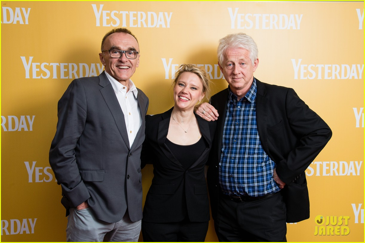 ed sheeran kate mckinnon attend special screening of yesterday 034312655