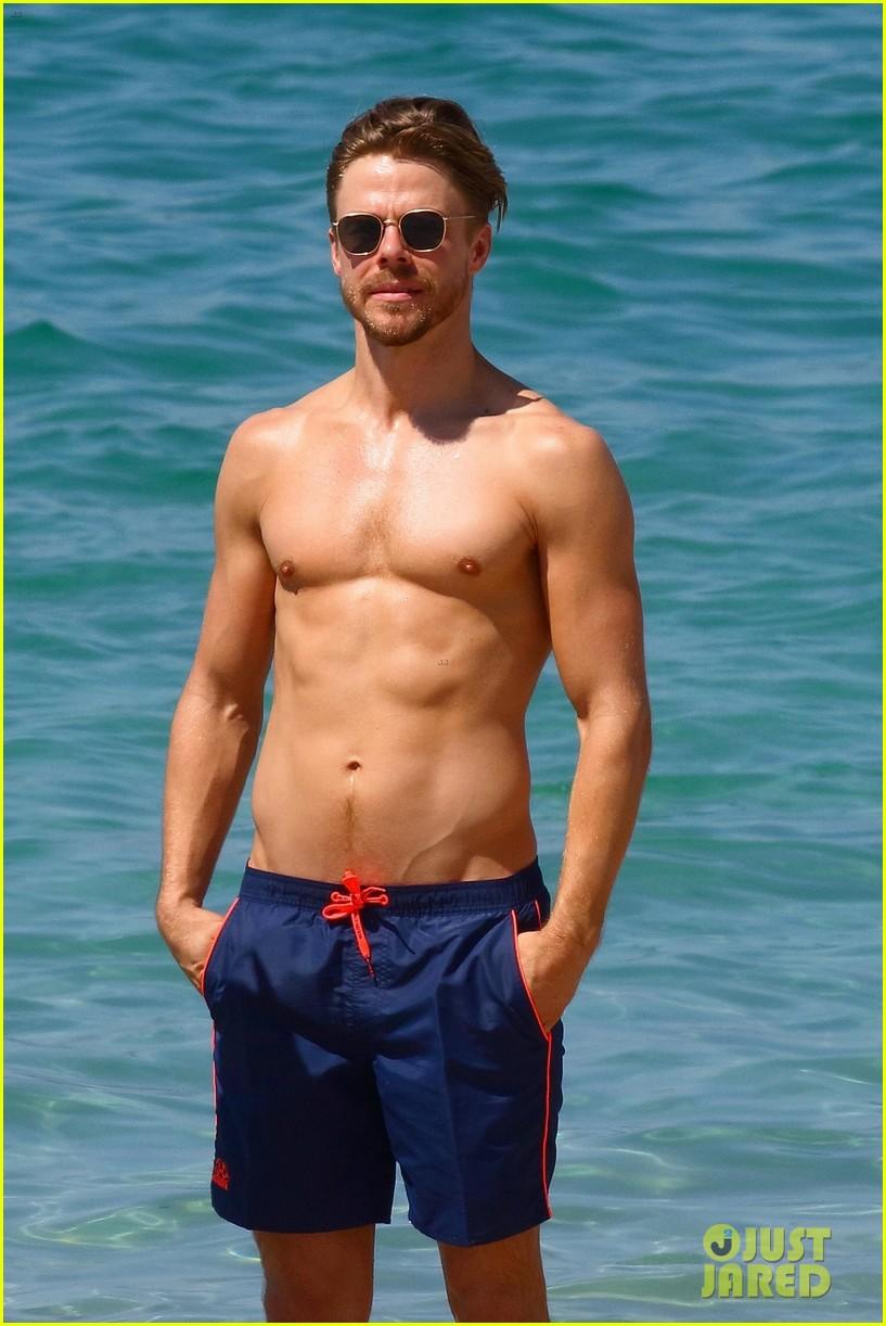 shirtless derek hough hits the beach with girlfriend hayley erbert 10