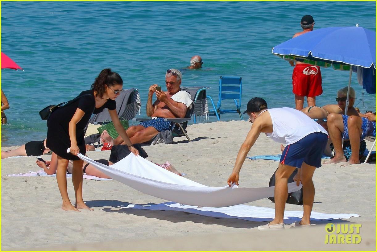 shirtless derek hough hits the beach with girlfriend hayley erbert 23