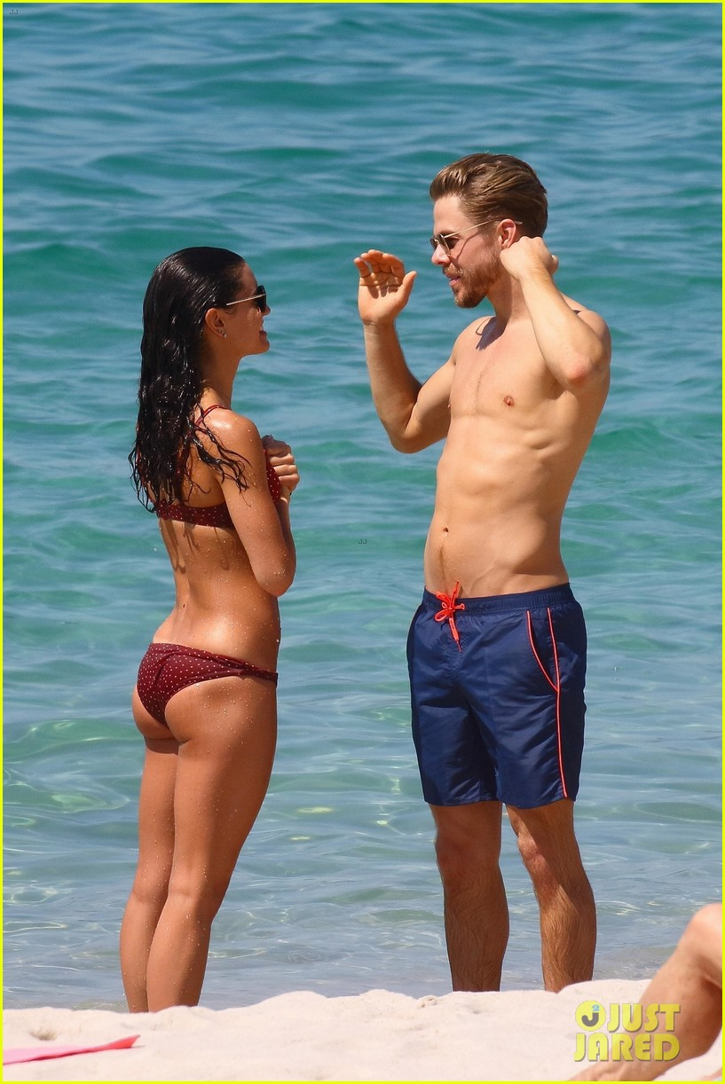 shirtless derek hough hits the beach with girlfriend hayley erbert 504312810