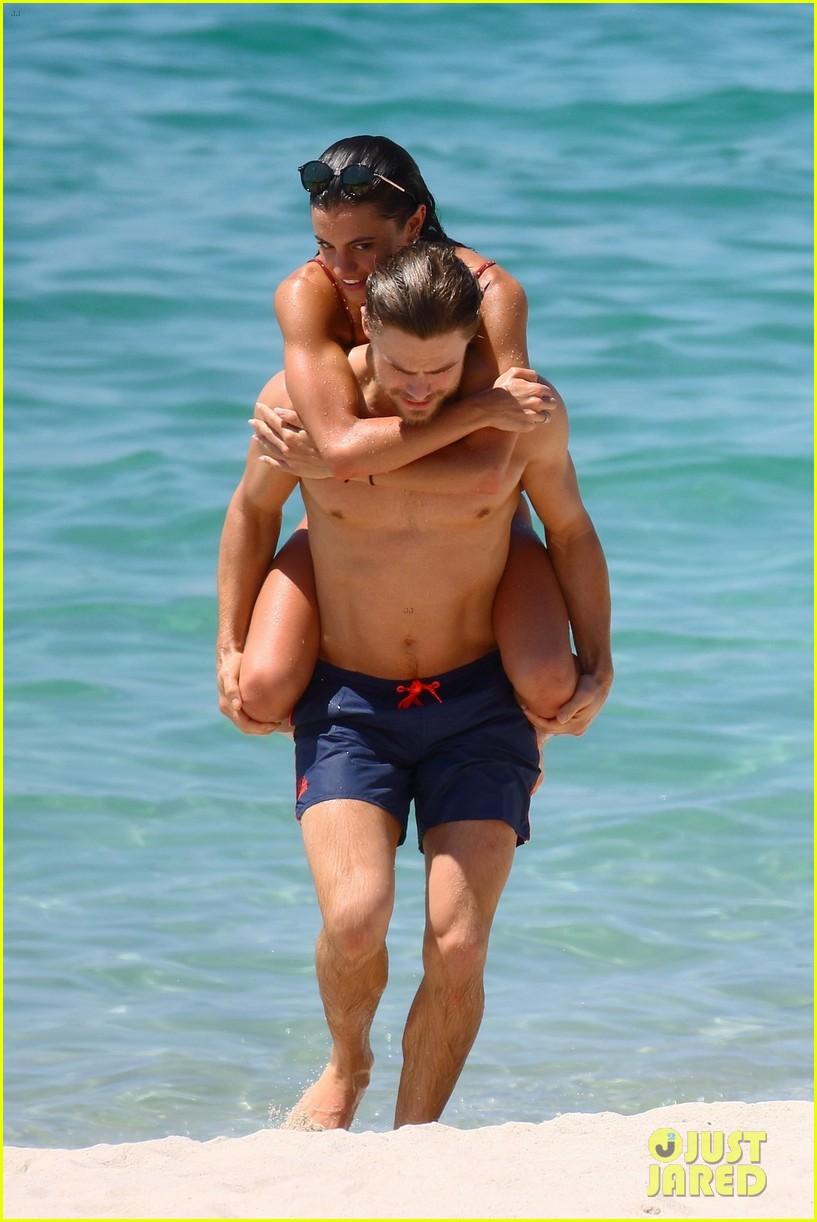 shirtless derek hough hits the beach with girlfriend hayley erbert 814312841