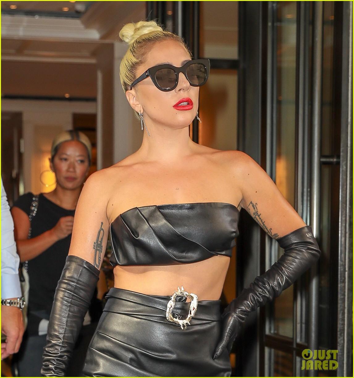 lady gaga fierce in leather look 04