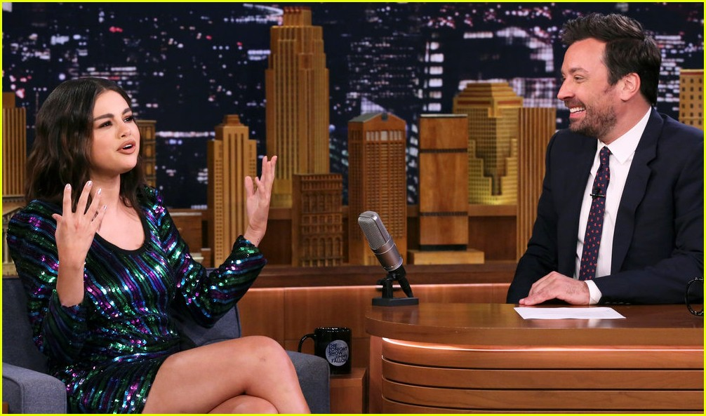 selena gomez jimmy fallon eat hot wings 014308218