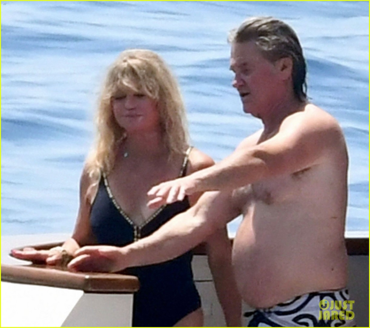 goldie hawn and kurt russell don swimsuits for family vacation on amalfi coast 044310120