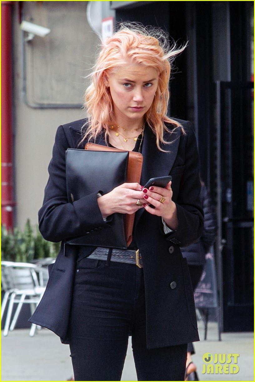 Amber Heard Dyes Her Hair A Peachy Pink Color See The