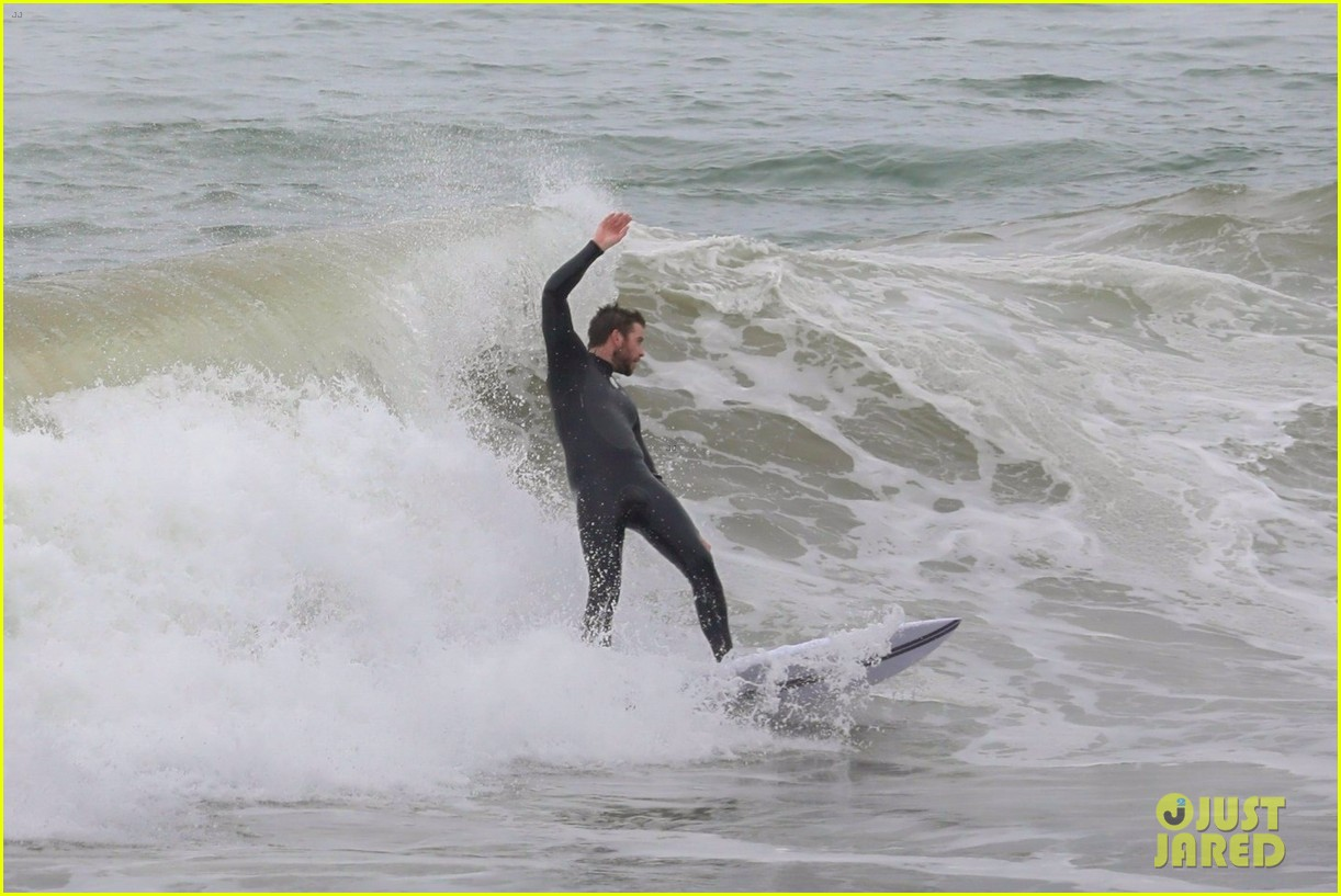 liam hemsworth strips out of his wetsuit after surfing 08