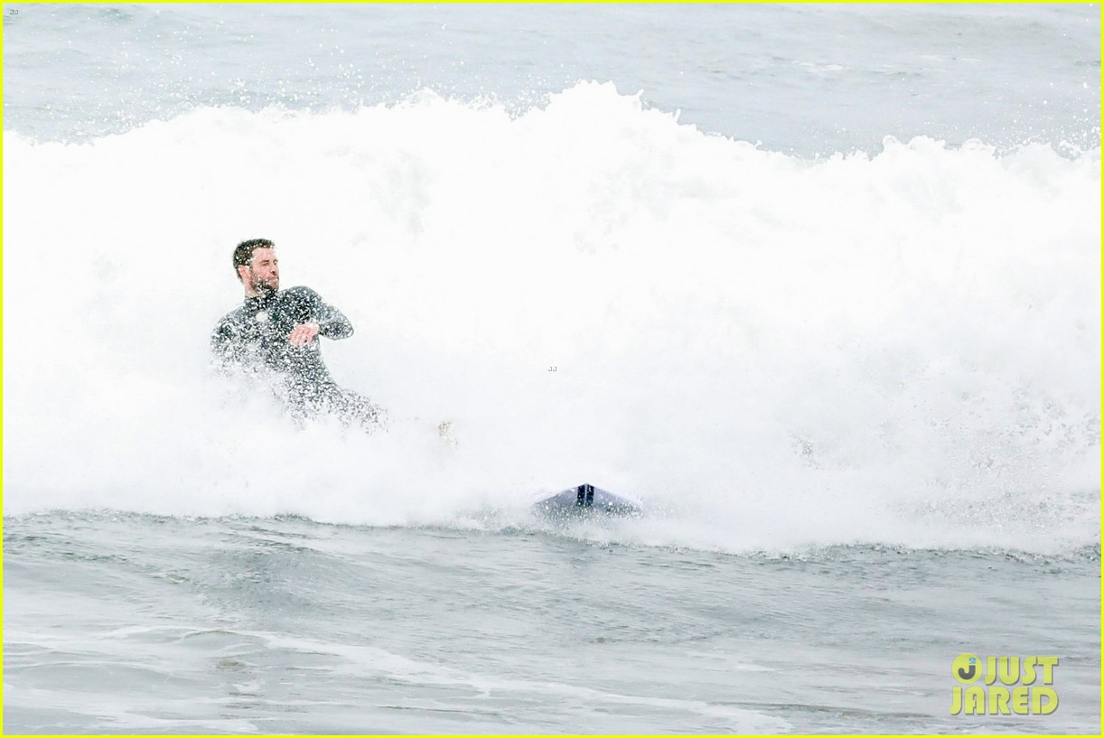 liam hemsworth strips out of his wetsuit after surfing 18