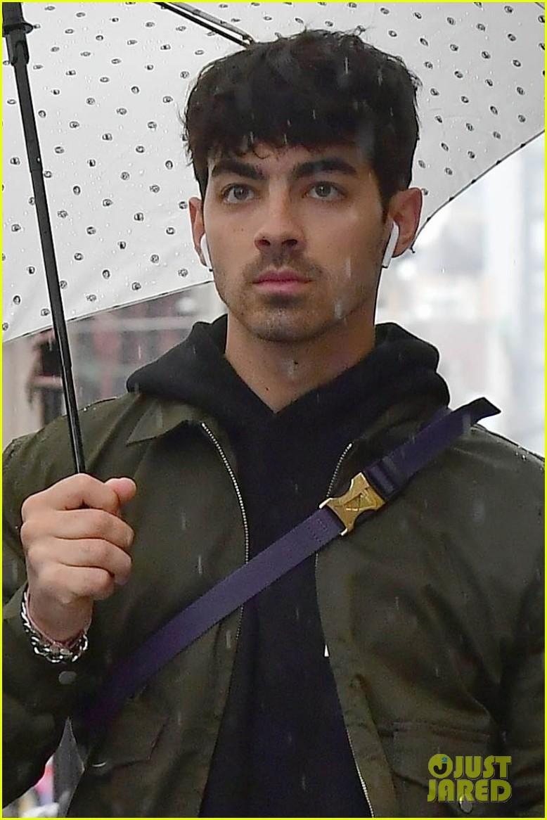 joe jonas yoga nyc rain jobros dates 04