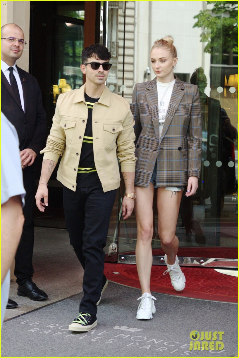 joe jonas sophie turner joined by jonas friends for sunday funday 03