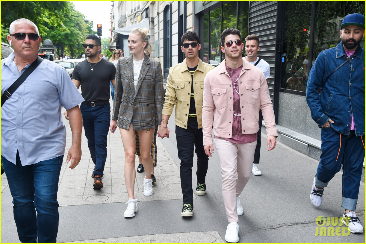 joe jonas sophie turner joined by jonas friends for sunday funday 04
