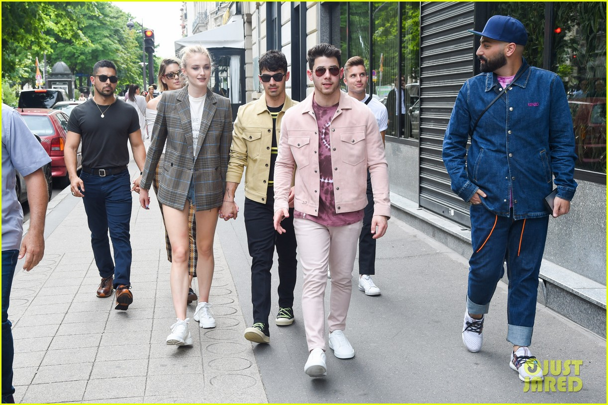 joe jonas sophie turner joined by jonas friends for sunday funday 07
