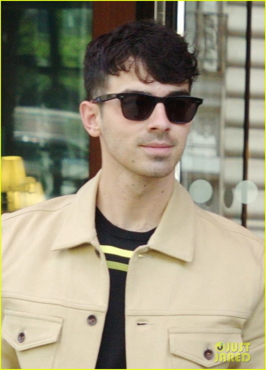 joe jonas sophie turner joined by jonas friends for sunday funday 10