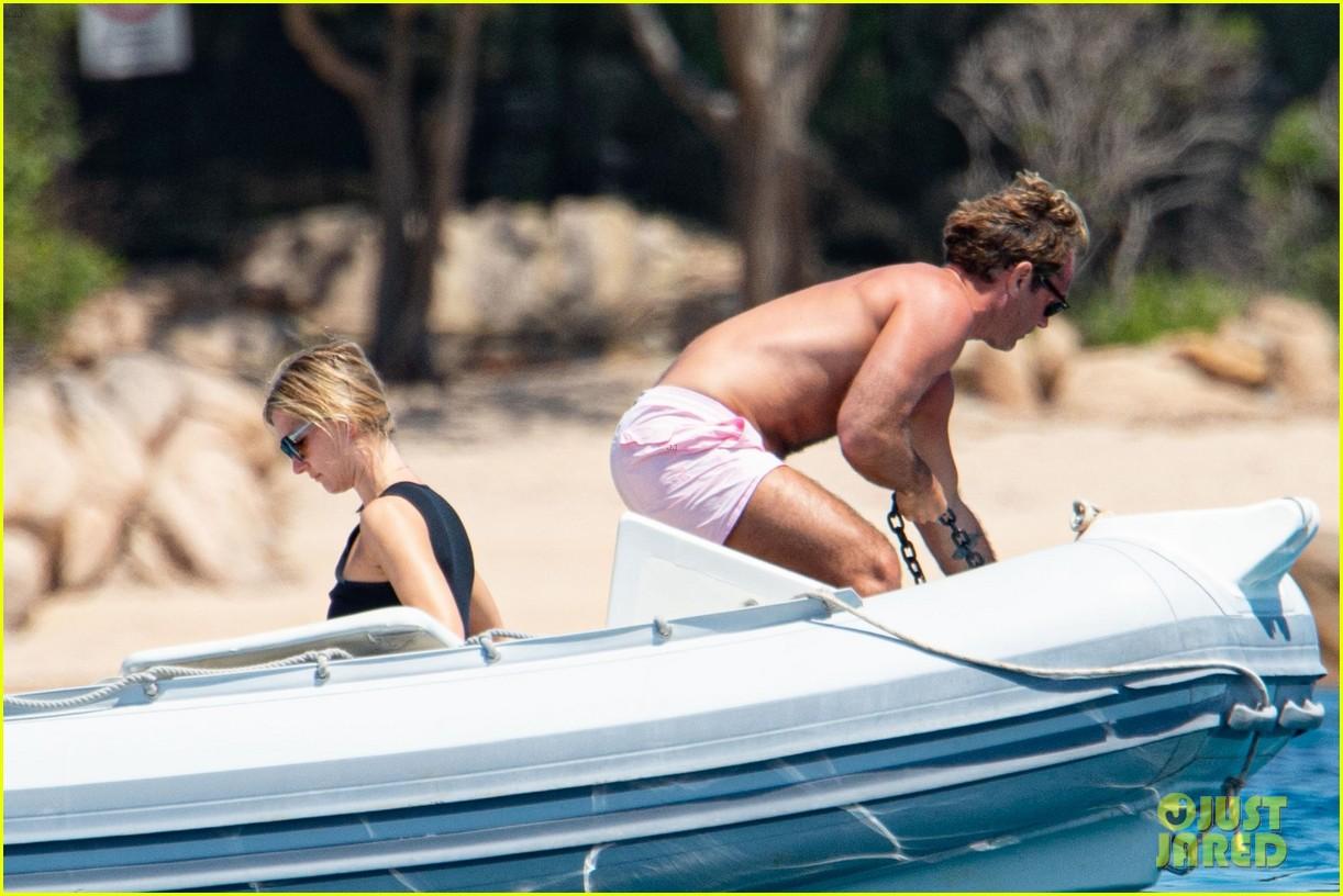 jude law shirtless on honeymoon with phillipa coan 23