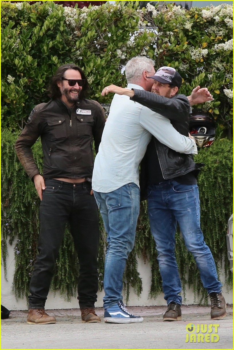 keanu reeves runs into eric dane 174308872