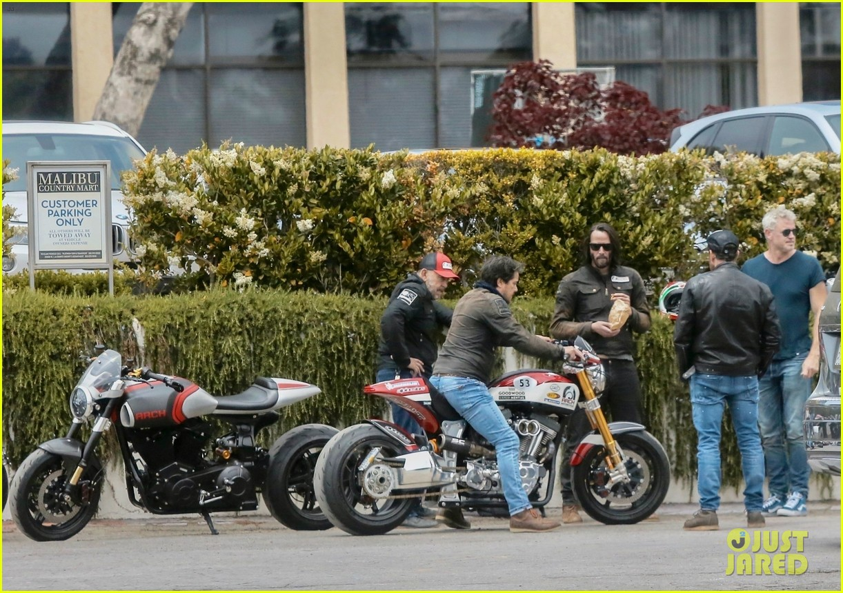 keanu reeves runs into eric dane 254308880