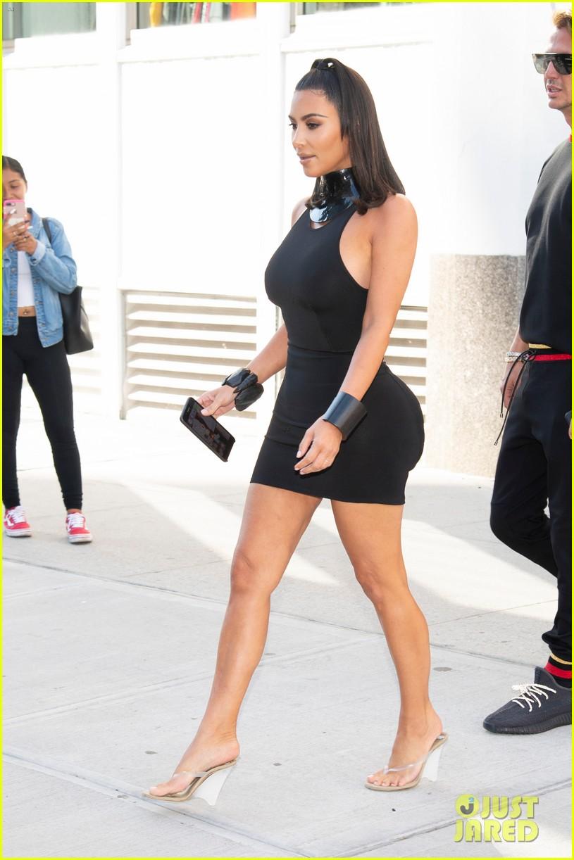 kim kardashian curves in form fitting dress 01