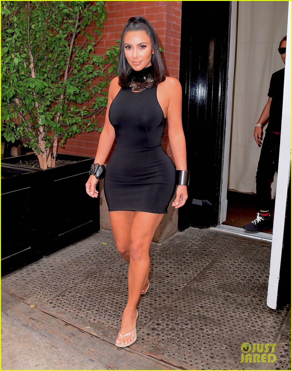 kim kardashian curves in form fitting dress 09