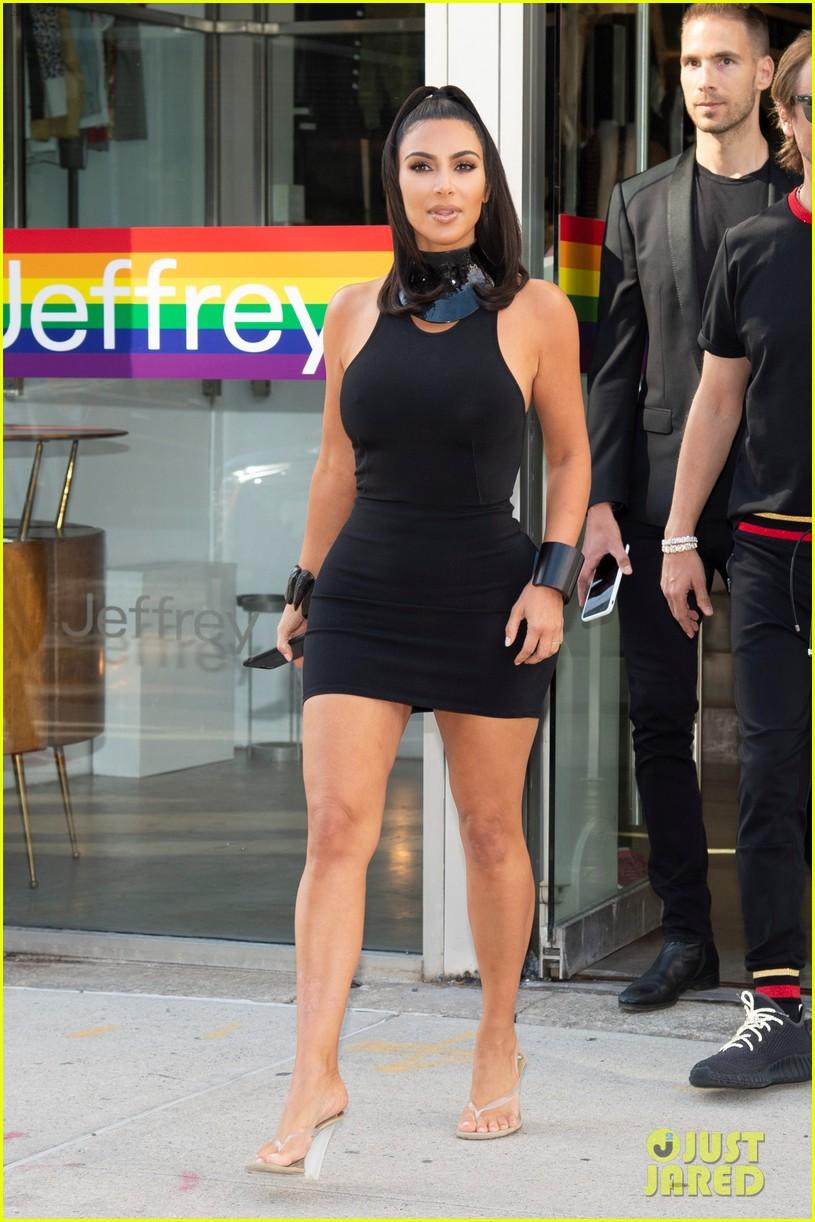 kim kardashian curves in form fitting dress 11