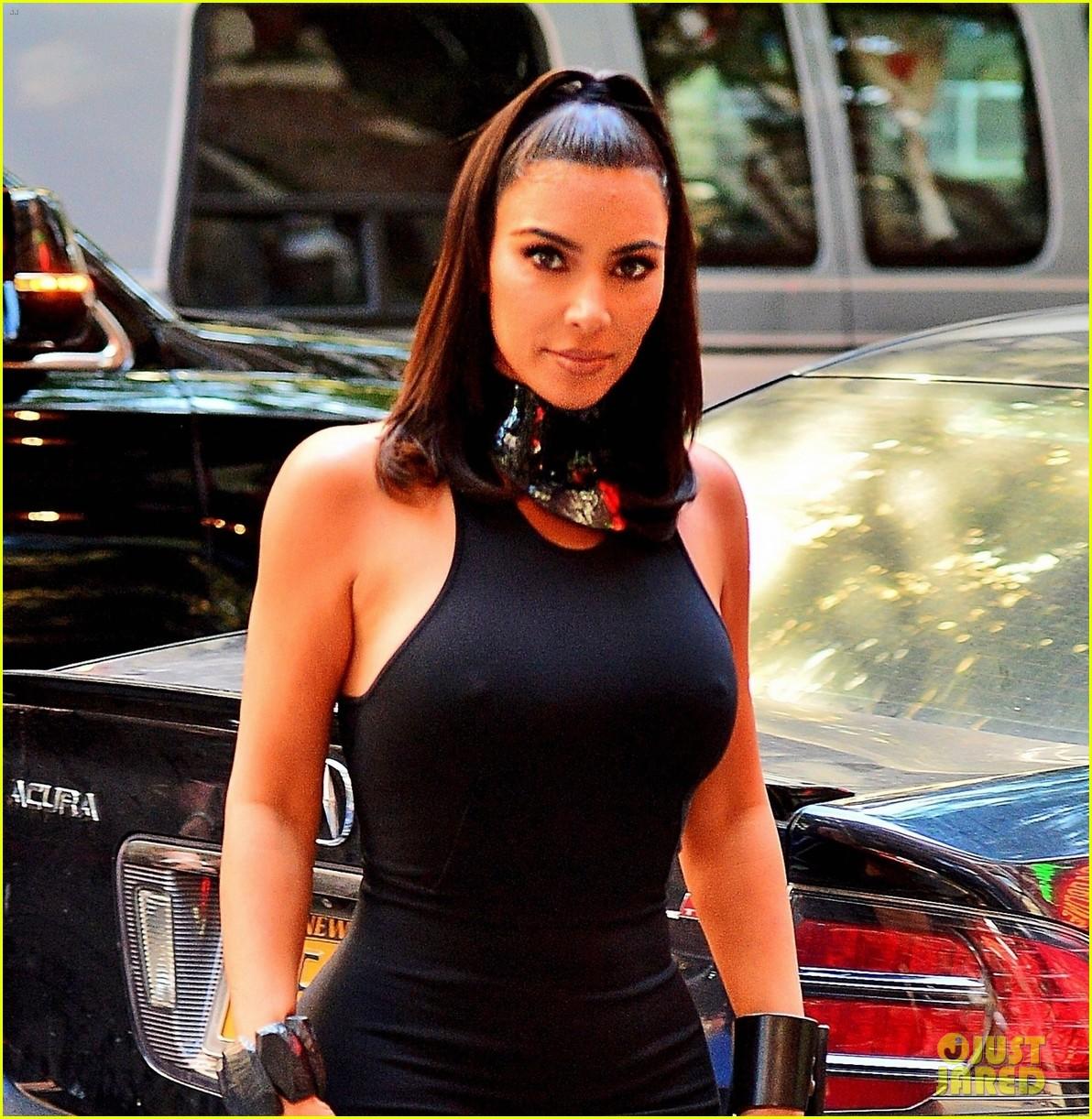 kim kardashian curves in form fitting dress 12