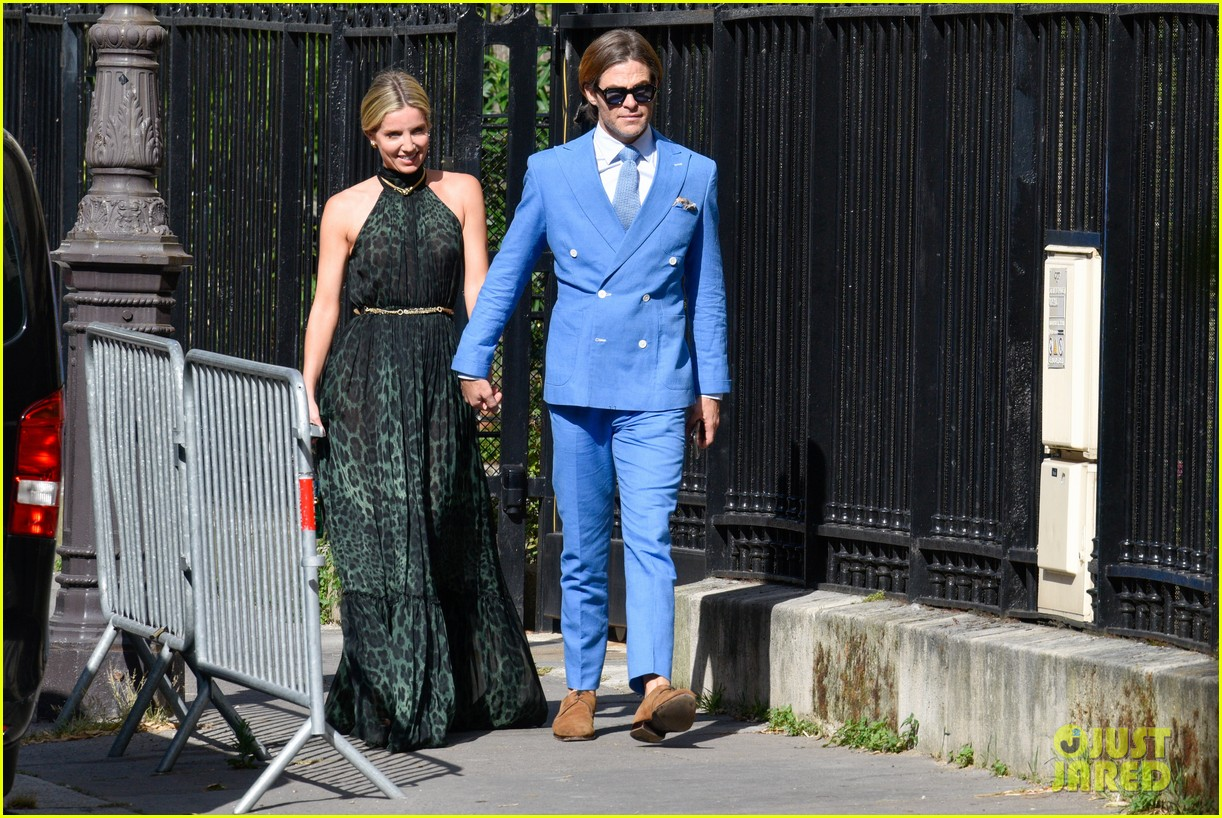 zoe kravitz karl glusman star studded wedding see every celeb guest 014316332