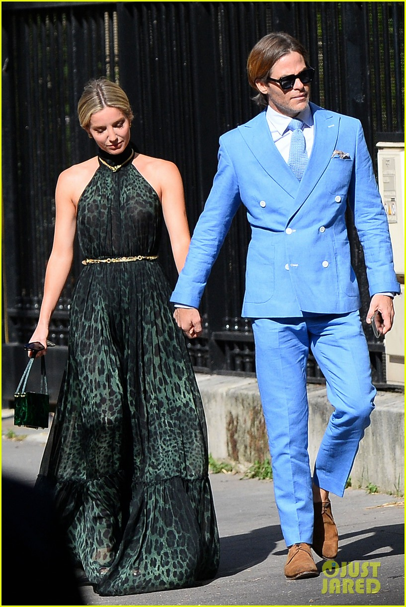 Zoe Kravitz Karl Glusman Had A Star Studded Wedding See