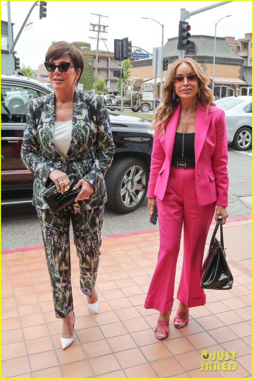 Kris Jenner Heads To Lunch With Bff Faye Resnick Photo