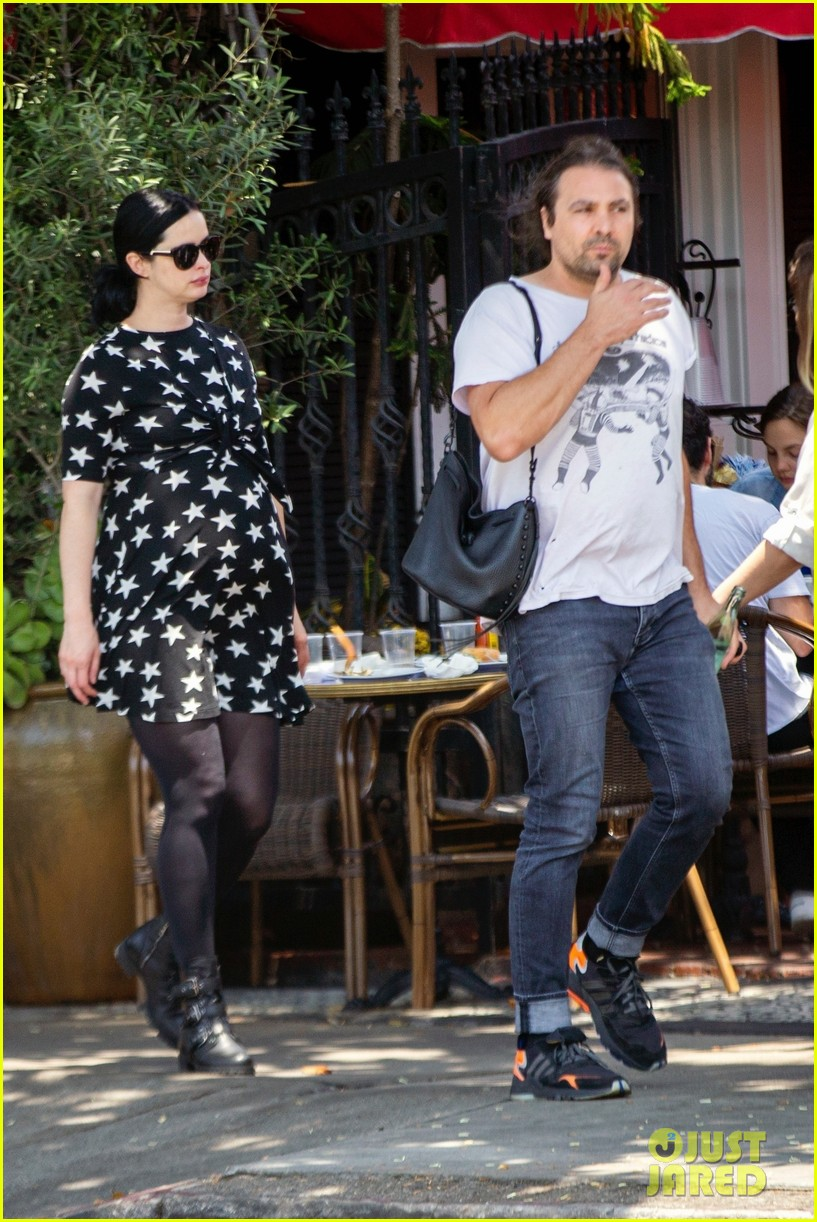 Krysten Ritter Shows Off Baby Bump During Lunch Date With ...