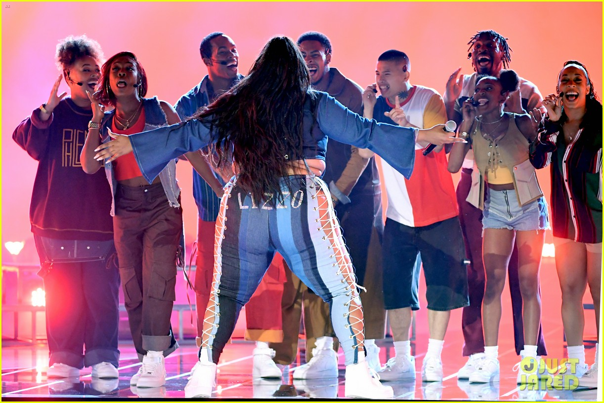 lizzo channels sister act 2 with juice performance at mtv awards 2019 024311322