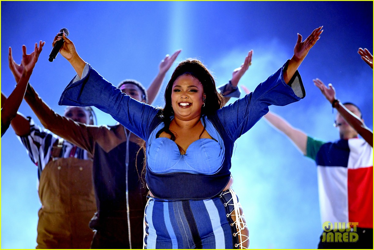 lizzo channels sister act 2 with juice performance at mtv awards 2019 034311323