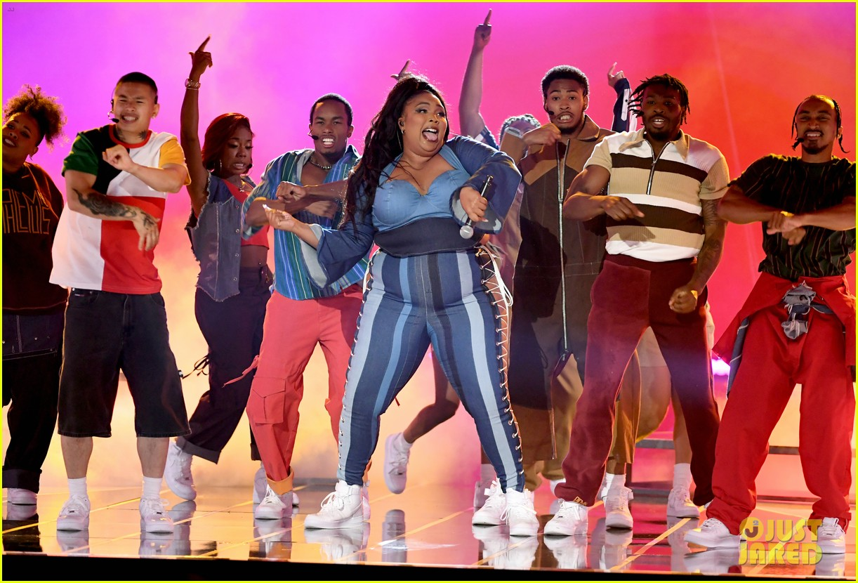 lizzo channels sister act 2 with juice performance at mtv awards 2019 044311324