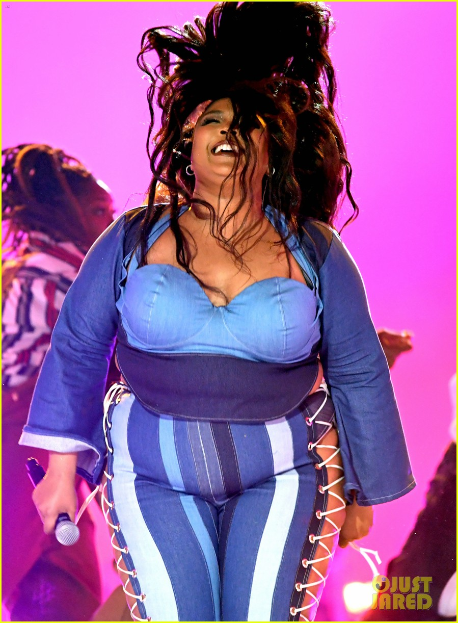 lizzo channels sister act 2 with juice performance at mtv awards 2019 064311326