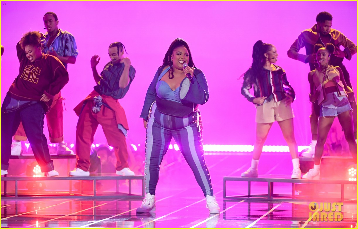 lizzo channels sister act 2 with juice performance at mtv awards 2019 084311328
