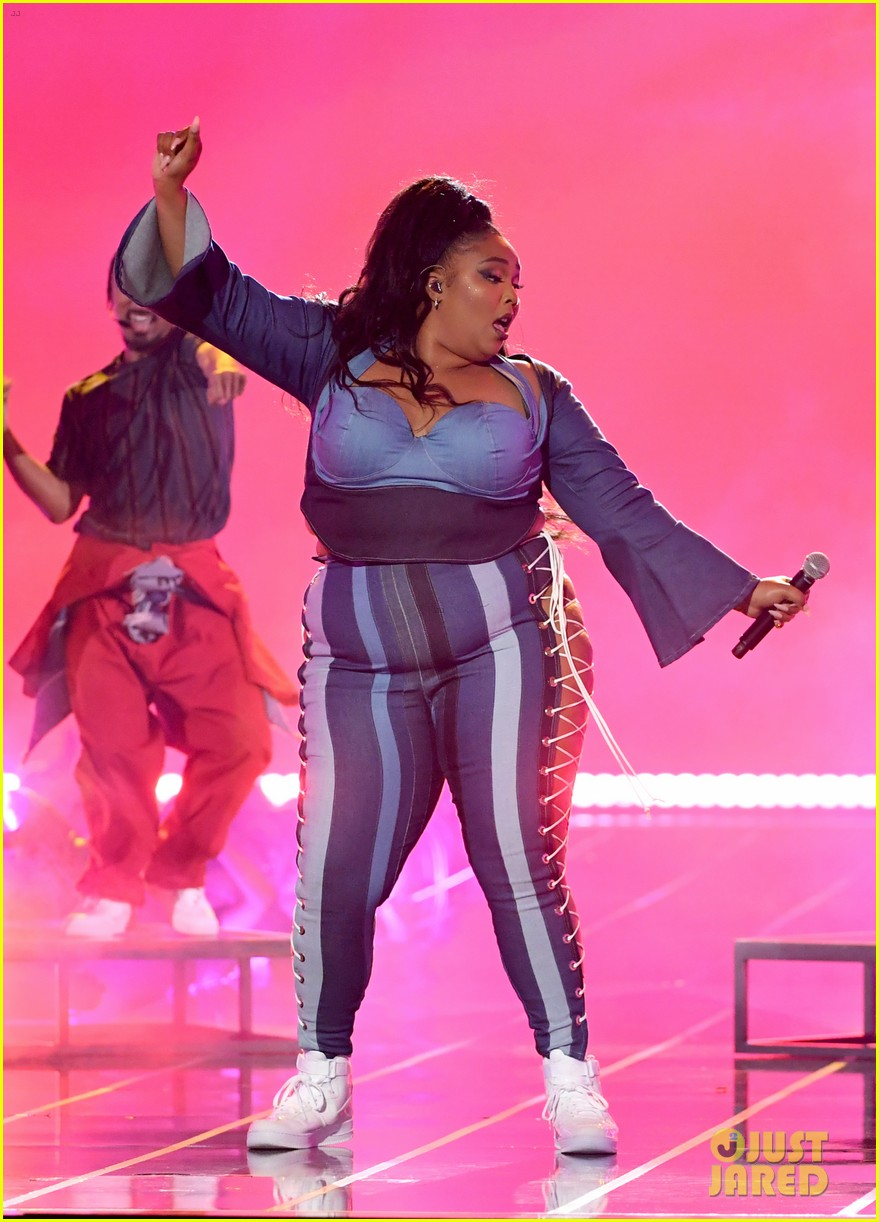lizzo channels sister act 2 with juice performance at mtv awards 2019 104311330