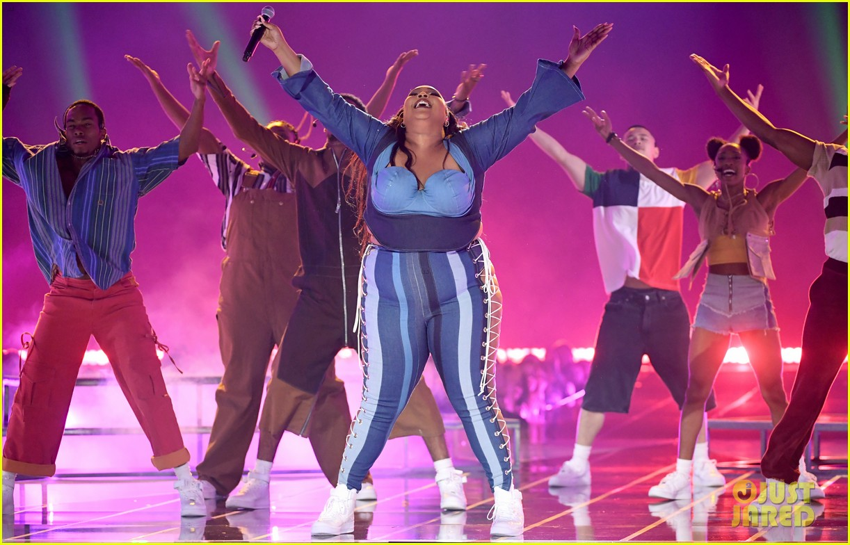 lizzo channels sister act 2 with juice performance at mtv awards 2019 134311333
