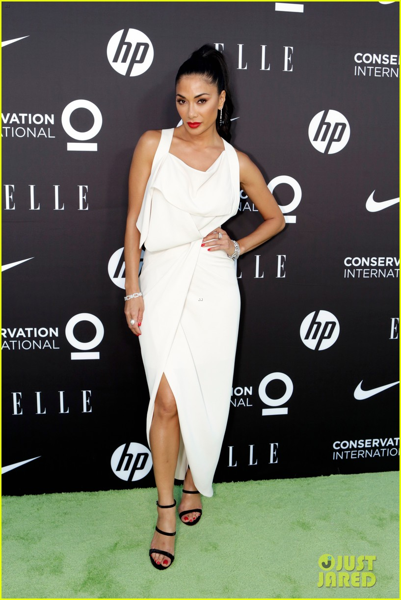 nicole scherzinger lorenza izzo ladies in white at elle women on mission gala 014308477
