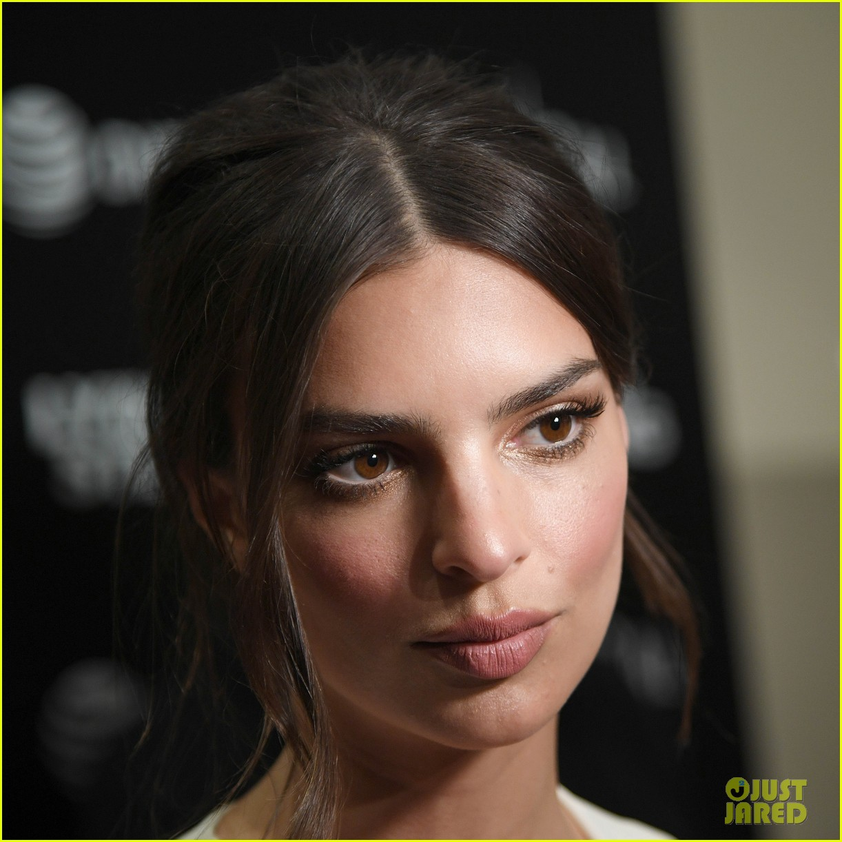 emily ratajkowski wows in white dress at lying and stealing screening in nyc 054311339