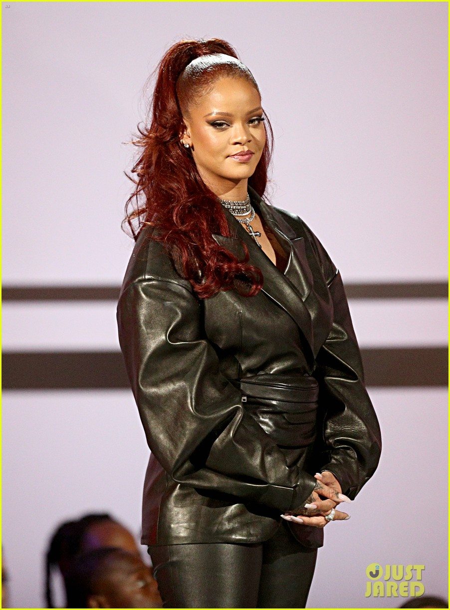 rihanna dons leather outfit for bet awards 024313174