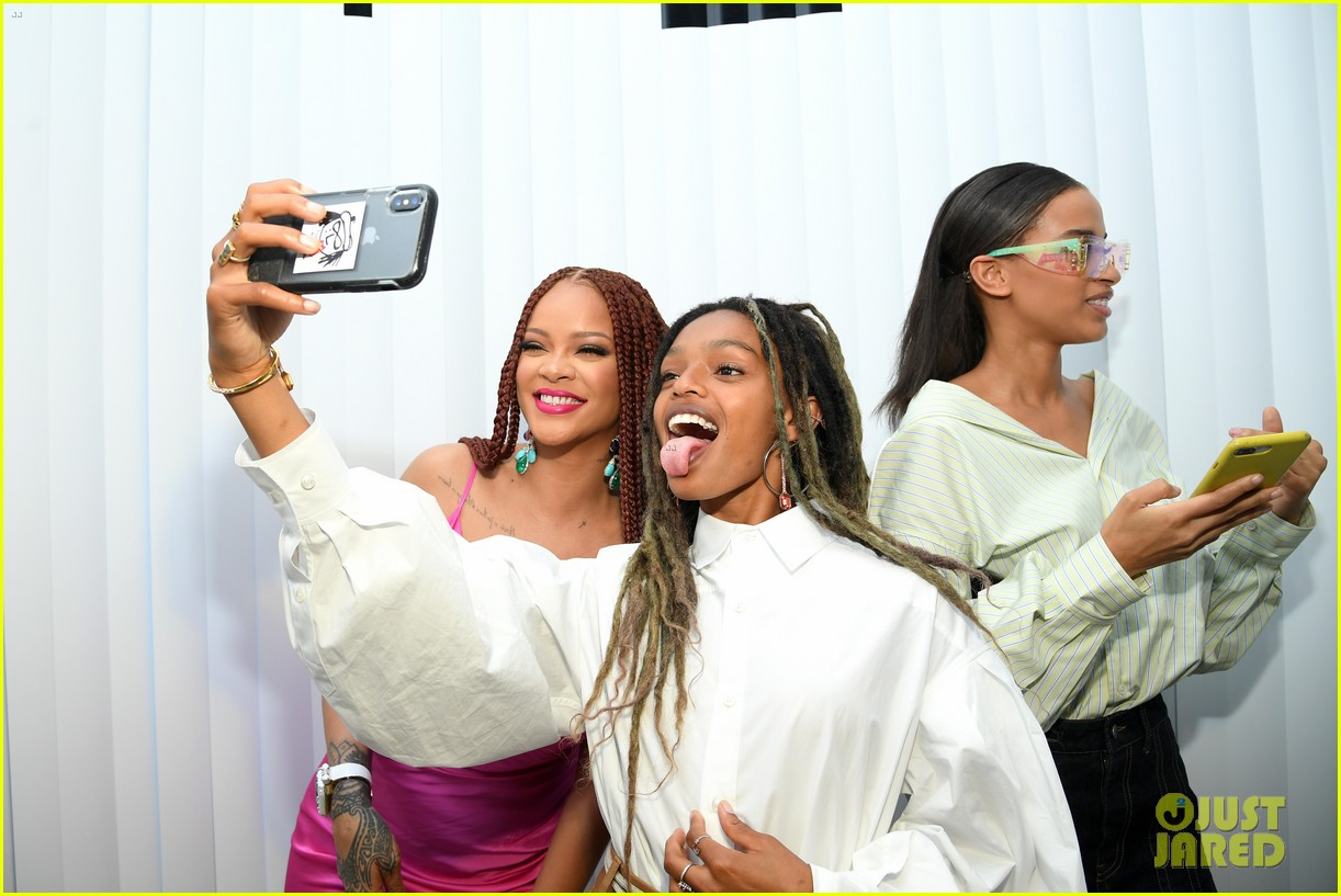 rihanna pretty in pink fenty pop up event in nyc 13