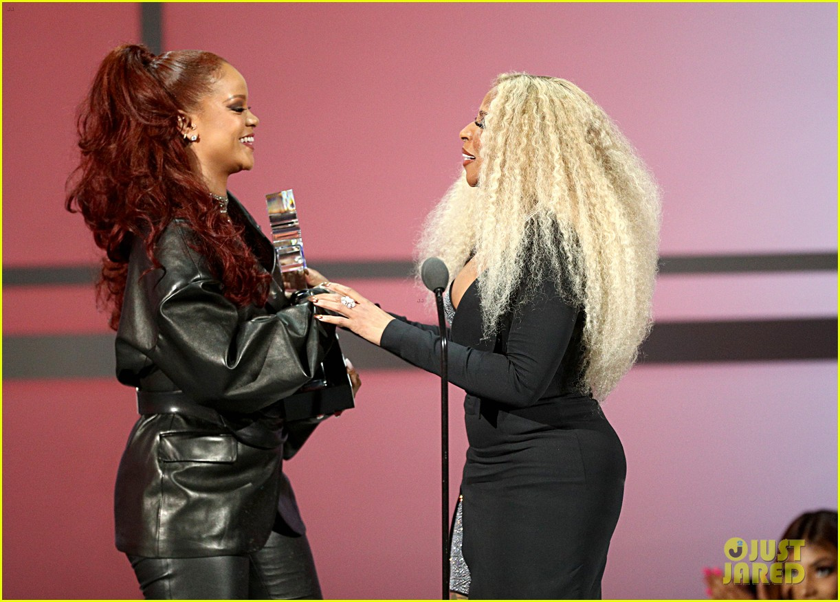 rihanna bet awards hair 024313552