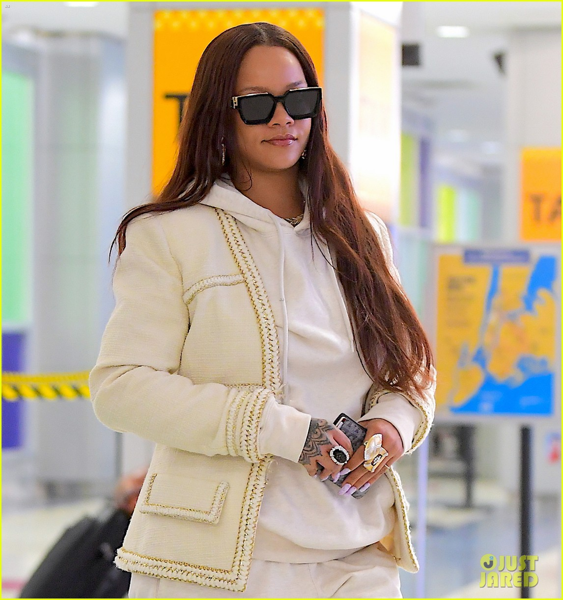 rihanna lands in new york after vacation 014305852